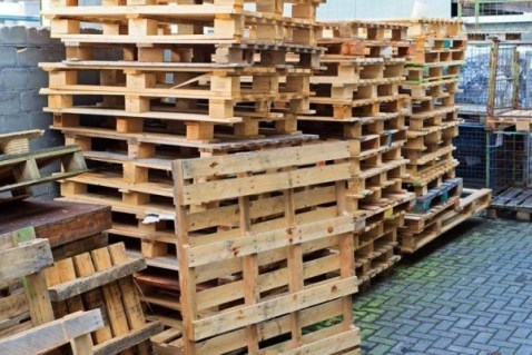pile-of-wood-pallets